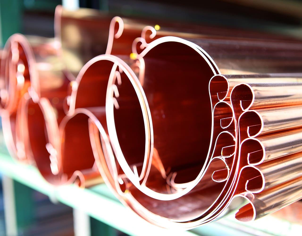 Bedachungen und Eisenbwaren wie Dachrinnen in Kupferfarben von Eisen Bauer